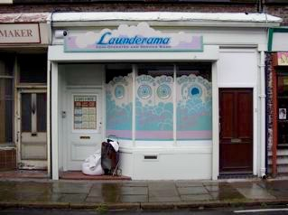 HOVIS COMMERCIAL : LAUNDERETTE (someone was so convinced by it authenticity that they left their laundry at the door !)